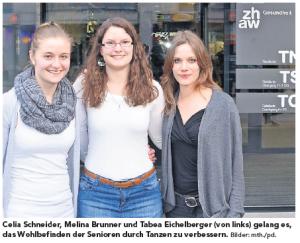 Celia Schneider, Melina Brunner und Tabea Eichelberger (von links) gelang es, das Wohlbefinden der Senioren durch Tanzen zu verbessern. Bilder: mth./pd.